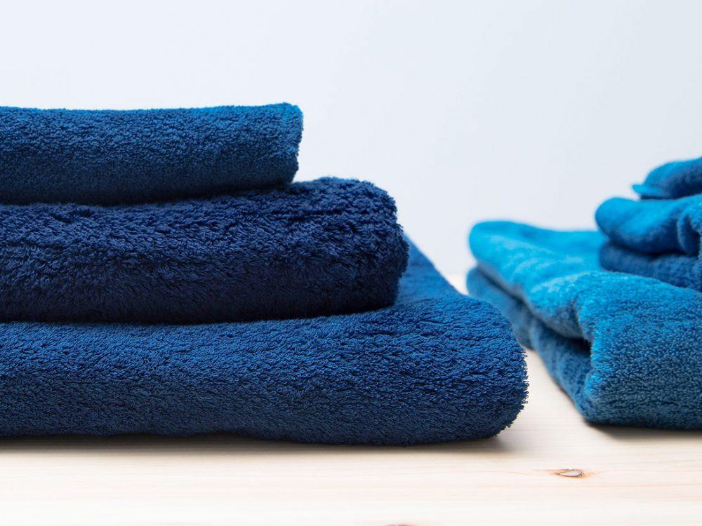 本藍染めのバスタオル